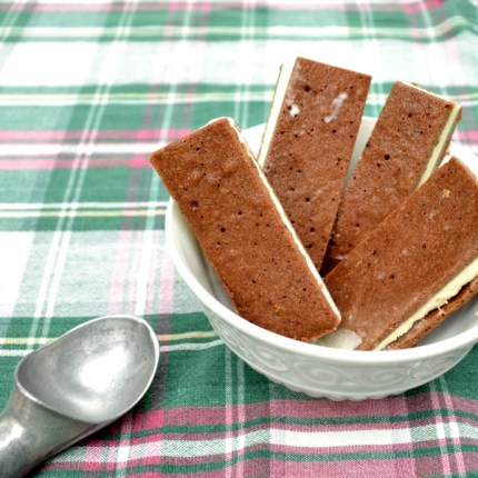 homemade-ice-cream-sandwiches-in-bowl