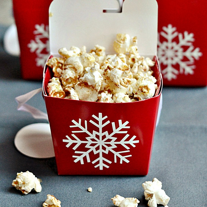 this maple gingerbread popcorn recipe makes a great christmas or holiday gift