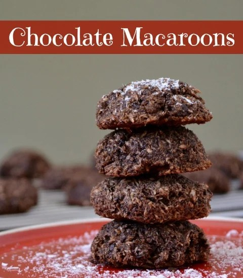 These chocolate macaroons are so amazing! Try this recipe for a Christmas cookie swap. Everyone will love them!