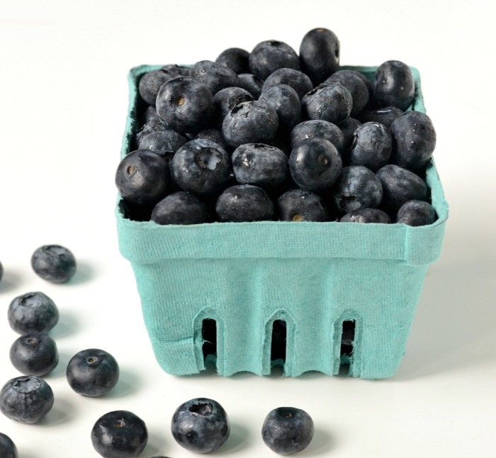 Curry and Company blueberries are such a delicious treat from the Pacific Northwest. They're featured in this recipe for blueberry pie bars.