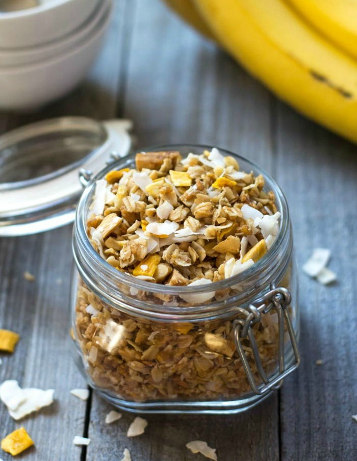 This tropical granola is perfect for a healthy breakfast!