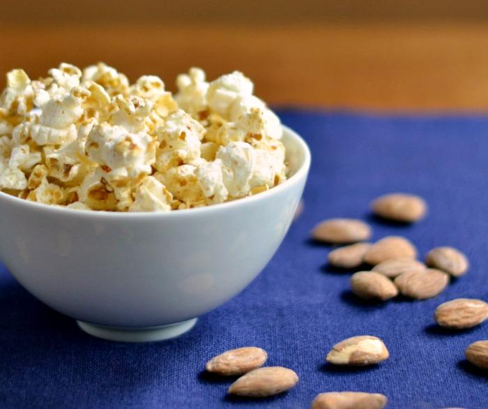 Vanilla Almond Popcorn, such a healthy travel snack!