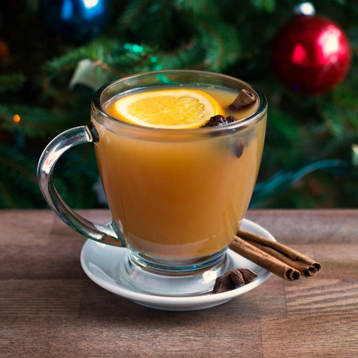 This mulled cider is the perfect festive recipe to enjoy while decorating your tree! Recipe from realfoodrealdeals.com