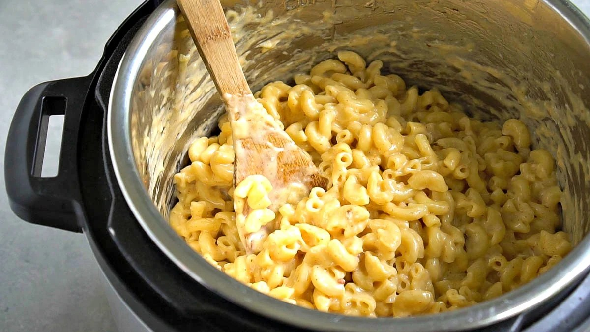 This loaded Instant Pot mac and cheese couldn't be easier to make!