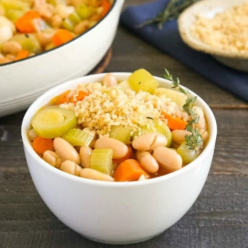 This vegan cassoulet is such a cozy meal!