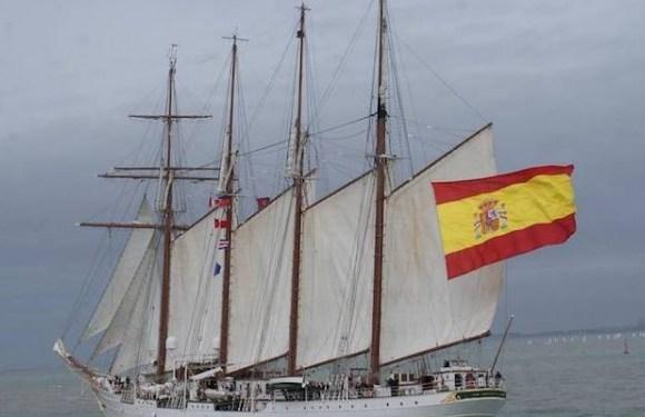 """La Armada ordena que el """"Elcano"""" regrese a España"""