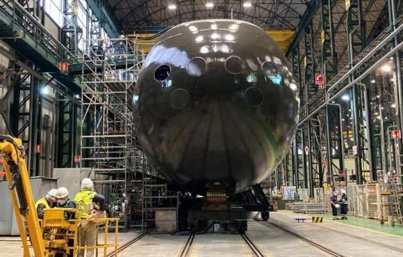 El Rey preside la puesta a flote del primer S-80 para darle visibilidad internacional