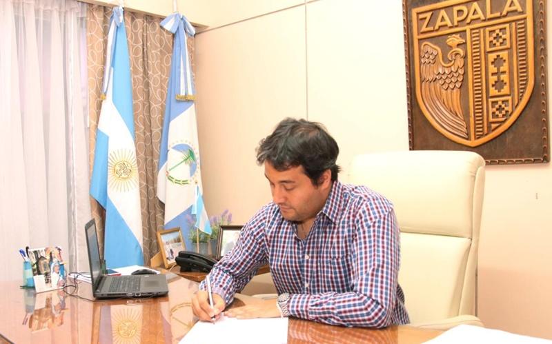 Carlos Koopmann, intendente de Zapala, anunció en redes que contrajo el virus COVID-19