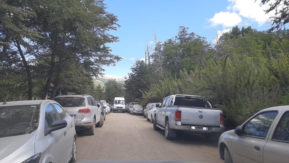 Solicitan no estacionar vehículos en los ingresos a las playas de San Martín de los Andes