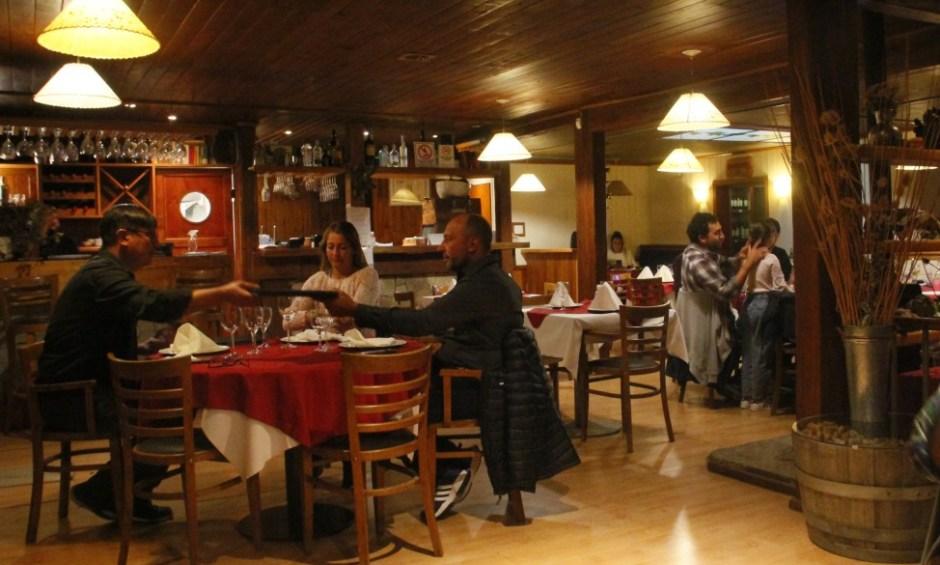 Agustín Roca se manifestó en contra de la norma que exige quitar mesas de los locales gastronómicos