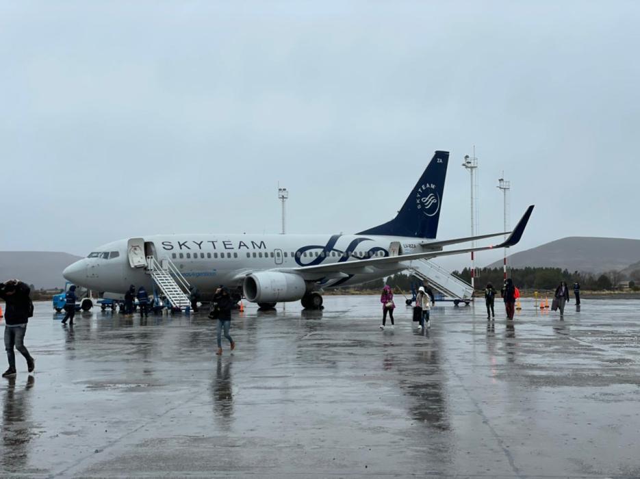 Arribó al aeropuerto Chapelco el primer vuelo procedente de Rosario