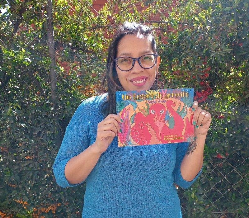 """Feria del libro – día 7: Suyai Ávila y su reversión infantil del documental sudafricano """"Mi maestro el pulpo"""""""