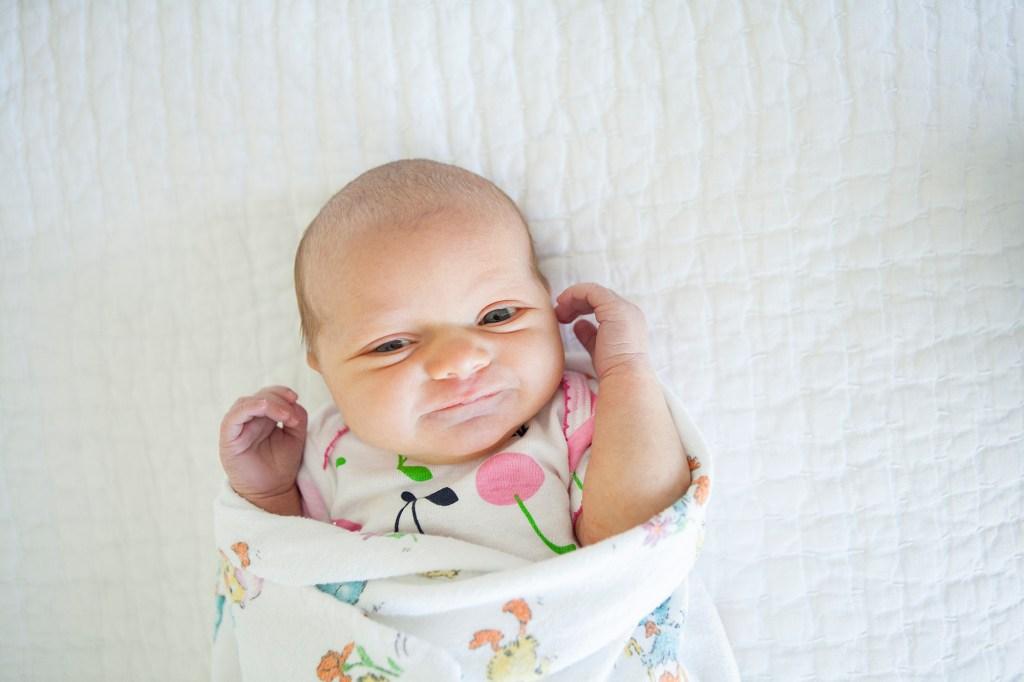 DIY newborn photos easy at home