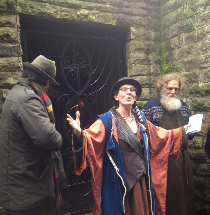 Lisa Max and the blacksmith outside the gates of the white spring