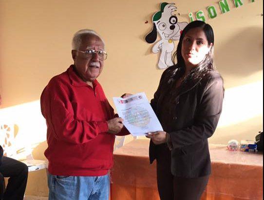 AM Peru PPA Q3 2017 Visitando, el Asilo de Pisco, Diploma de agradecimiento, para el Dr. Hugo