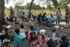 south sudanese receiving medical aid