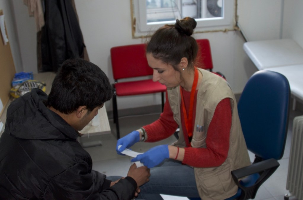 RMF Medical Officer Vinka Stojković treating patients in our clinic at Miksalište Refugee Aid Centre, Belgrade