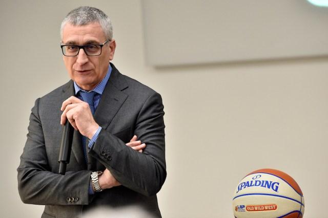 Attilio Fontana chiede lo stop dei dilettanti. Salta la A2?