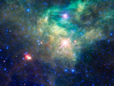 WISE-Reveals-a-Hidden-Star-Cluster-580x435