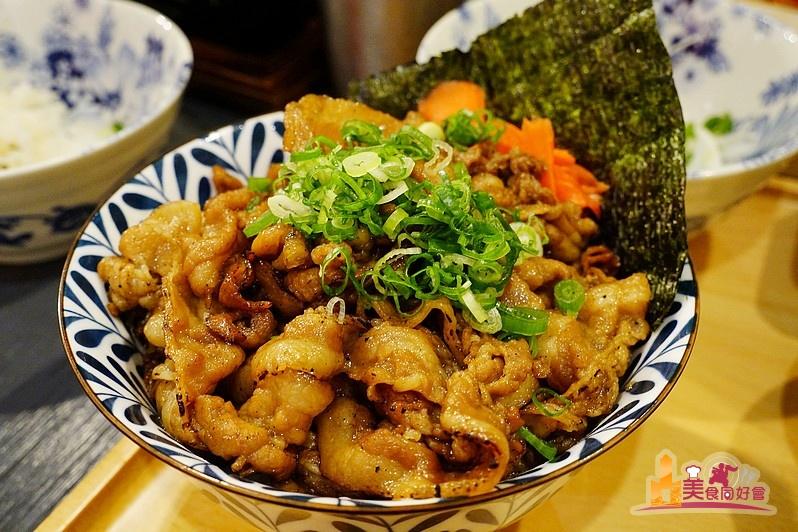 牛丁次郎坊 (高雄支店) 平價燒肉丼飯 滿足大口吃肉快感 還有免費雞湯