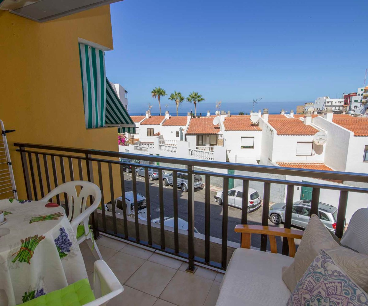 Apartment Agency: Oceanfront Apartment With Pool