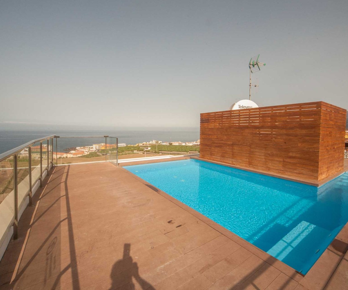Apartment Listings: Luxury Apartment + Infinity Pool On The Roof!!