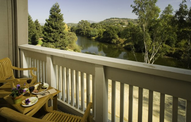 Real Weddings Mini-Moon: River Terrace Inn