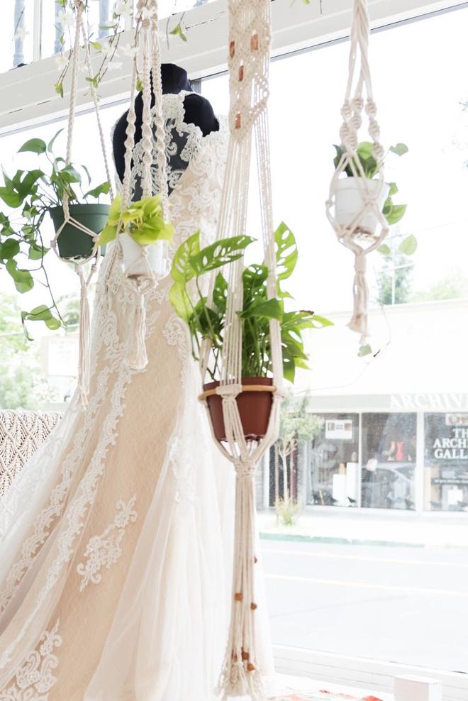Sacramento Wedding Gowns | SPARKLE bridal couture | Plus Size Wedding Gowns | Curvy Wedding Gowns | Best Sacramento Wedding Gowns