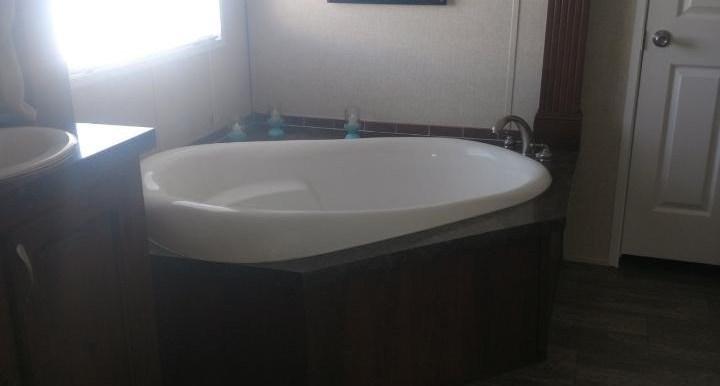 eastman corner bathtub (Medium) (2)