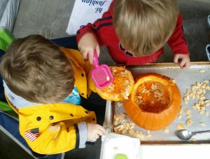 fall crafts with kids | carving a pumpkin
