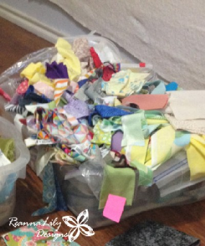 https://i2.wp.com/reannalilydesigns.com/wp-content/uploads/Jen-Eskridge-Sorting-Fabric-Scraps-6.jpg?resize=400%2C480