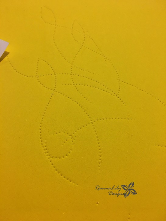Make Custom Quilting and Sewing Stencils with a tracing wheel, paper, and pounce chalk pad | Jen Eskridge | ReannaLily DesignsMake Custom Quilting and Sewing Stencils with a tracing wheel, paper, and pounce chalk pad | Jen Eskridge | ReannaLily Designs