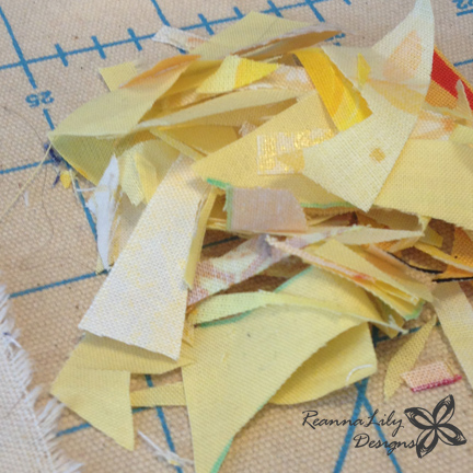 Ticker Tape Giraffe Tutorial | Jen Eskridge | ReannaLily Designs | Fabric Scrap Project