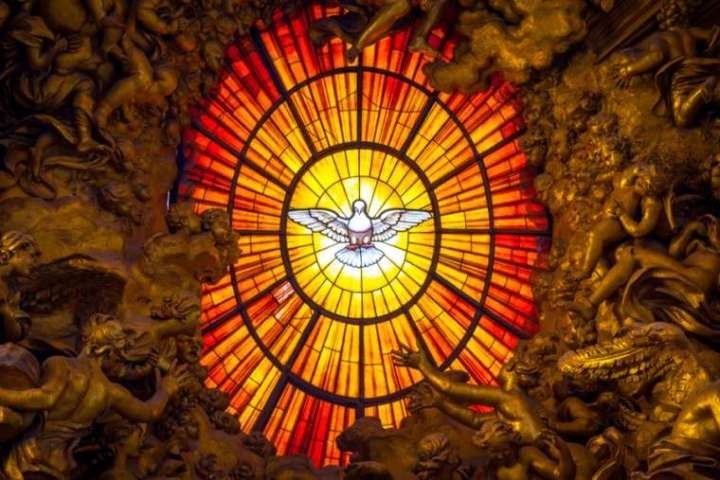 Depiction_of_the_Holy_Spirit_in_St_Peters_Basilica_Credit_Paolo_Gallo__Shutterstock_