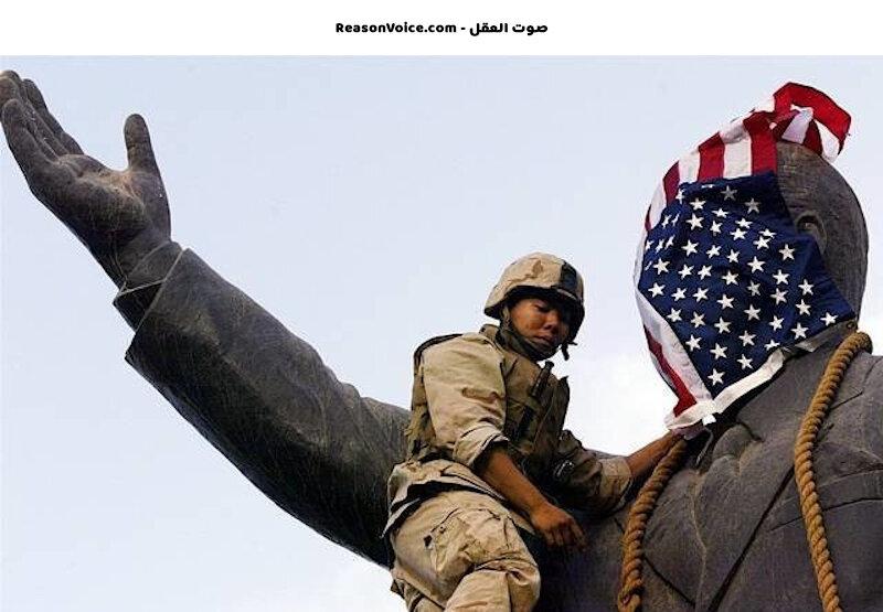 جندي أمريكي يغطي تمثال صدام بالعلم الأمريكي