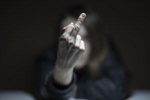علامة الاصبع - اهانة