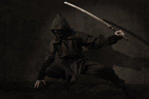 قاتل - سيف - متخفي