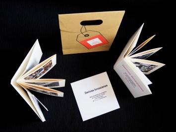Rebeca Pardo, Kit Barcelona. Derivas brossianas Prêt-à-porter (Técnica mixta:papiroflexia, encuadernación y fotografía. Medidas Estuche: 24,5 x 19 x 8,5 cm.; 2 libros: 15 x 14,5 x 1 cm. y 1 mapa plegado: 15 x 14,5 x 0,2 cm., 2016).