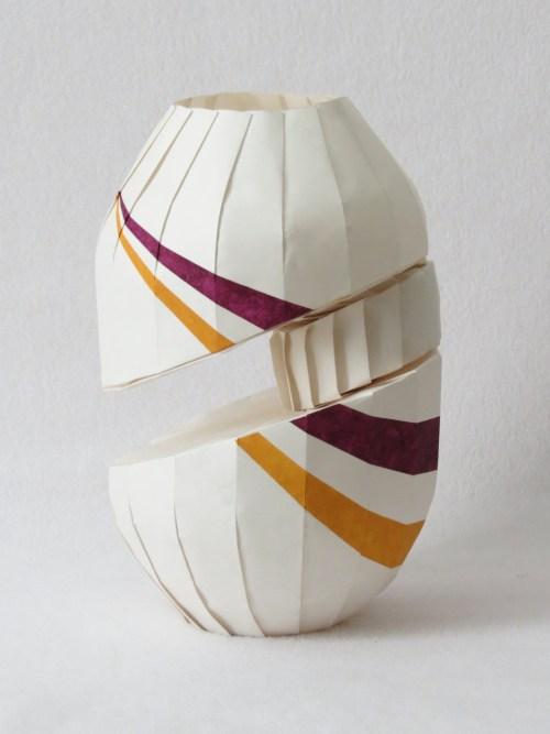 Floating diagonal shift vase 2