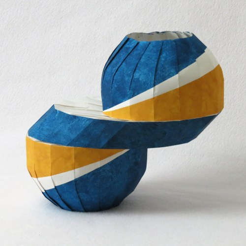 Horizontal slide vase