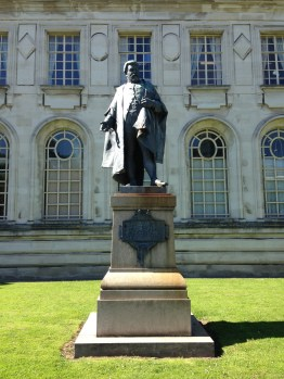 'Statue of Judge Gwilym Williams' (William Goscombe John, 1910), Law Courts