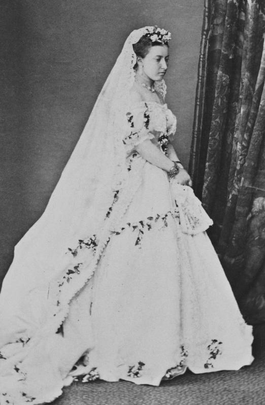 Princess_Helena_in_her_wedding_dress.png