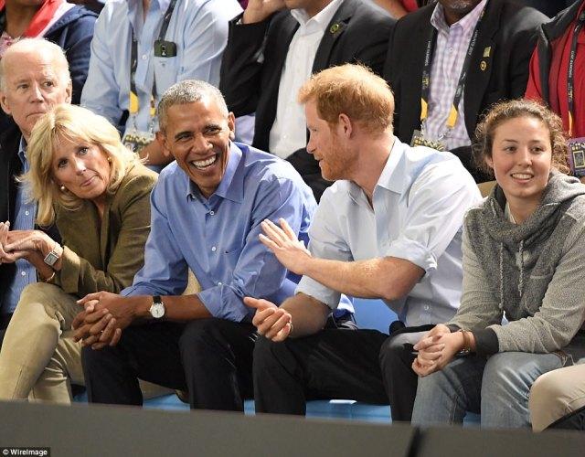 44DECB9500000578-4934812-Obama_and_Harry_were_having_an_animated_conversation_when_Biden_-a-4_1506720639166.jpg