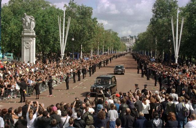 funeral-procession-princess-diana