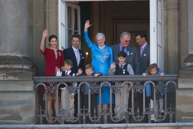 1024px-Monarchy_Of_Denmark_April_2010.jpg