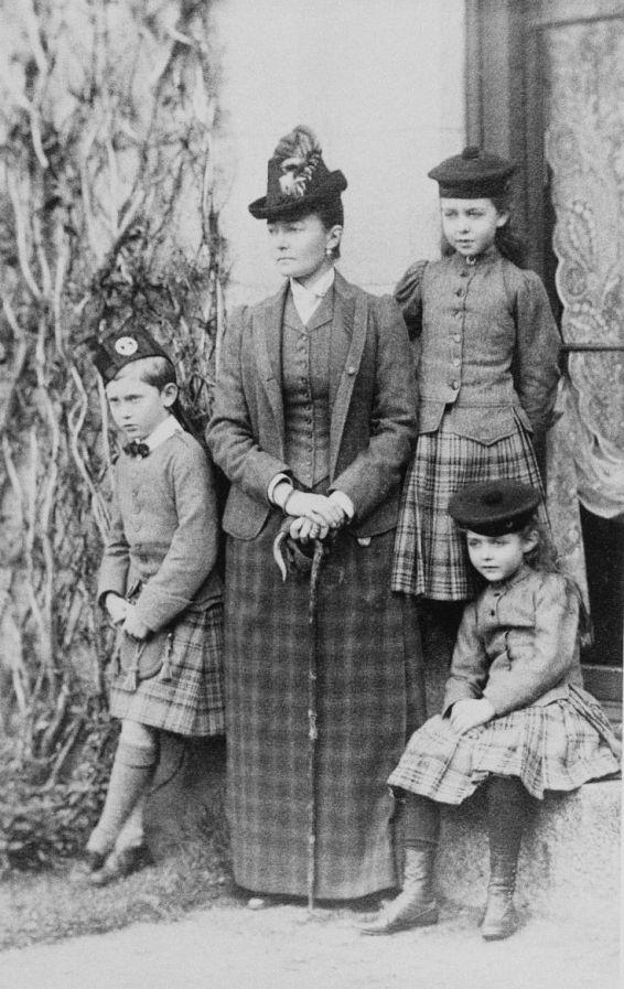 1fb6594787e18aae10e5ac885e2849bd--children-wear-royal-families.jpg
