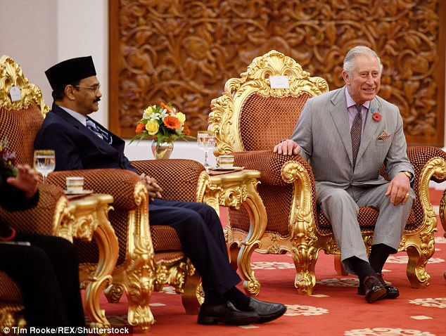 45F8963B00000578-5045861-Old_friends_The_Prince_of_Wales_and_The_King_of_Malaysia_most_re-m-42_1509705891361