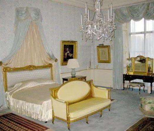 7c06eb871355a9df2abbbe25bce9185d--english-manor-english-royalty