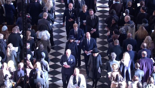 47536C5400000578-5178821-The_royals_leave_St_Paul_s_Cathedral_following_the_service_this_-a-172_1513254341812