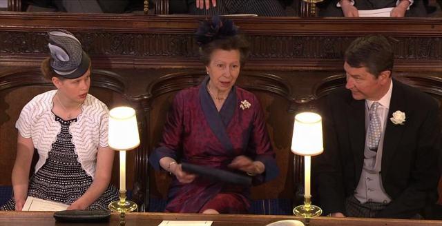 4C6C1B0800000578-5747477-Aunty_s_approval_Princess_Anne_wearing_a_silk_dress_with_wrap_de-a-215_1526726952631